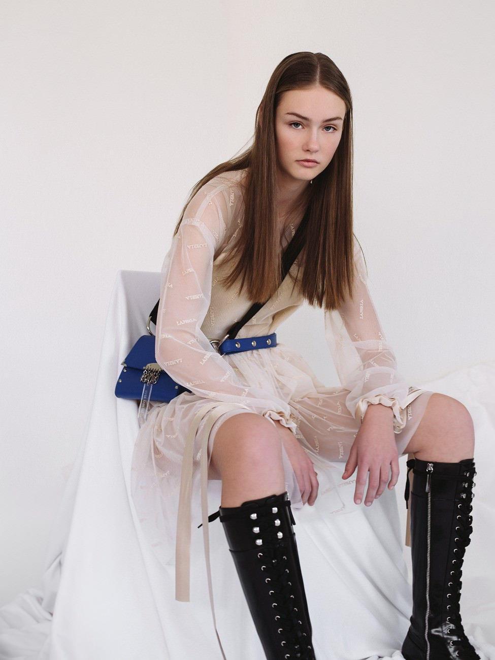 Seat-Belt-Bag-by-Vivien-Babicova-1